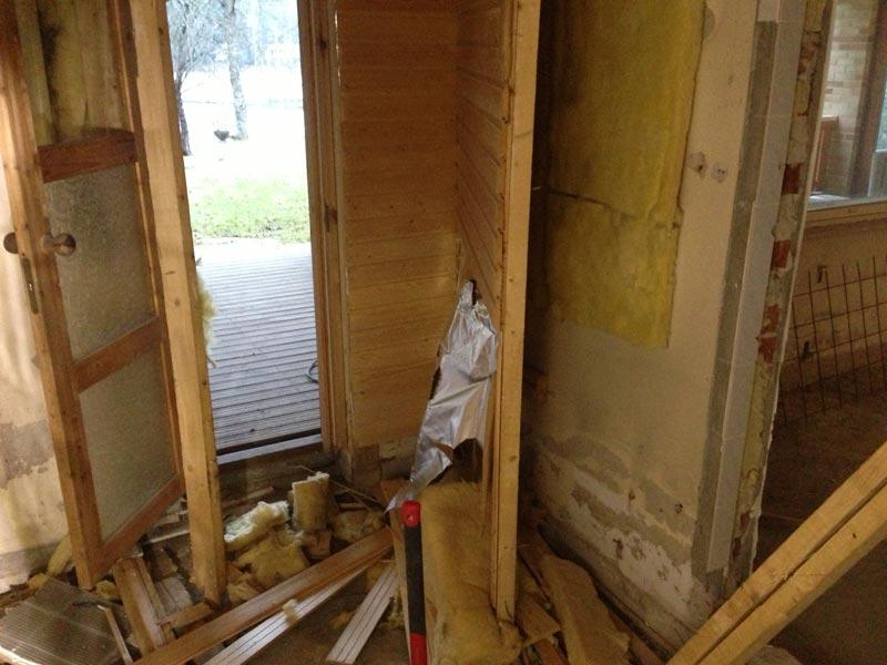 Vanha sauna purettiin.