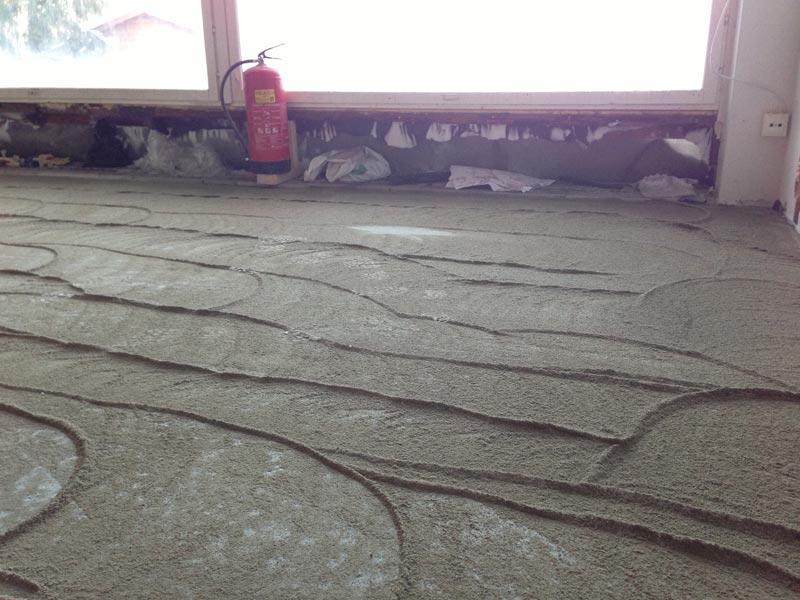Betoniliimadyynit. Betonivalun päältä hiottiin liima pois kuivumisen nopeuttamiseksi