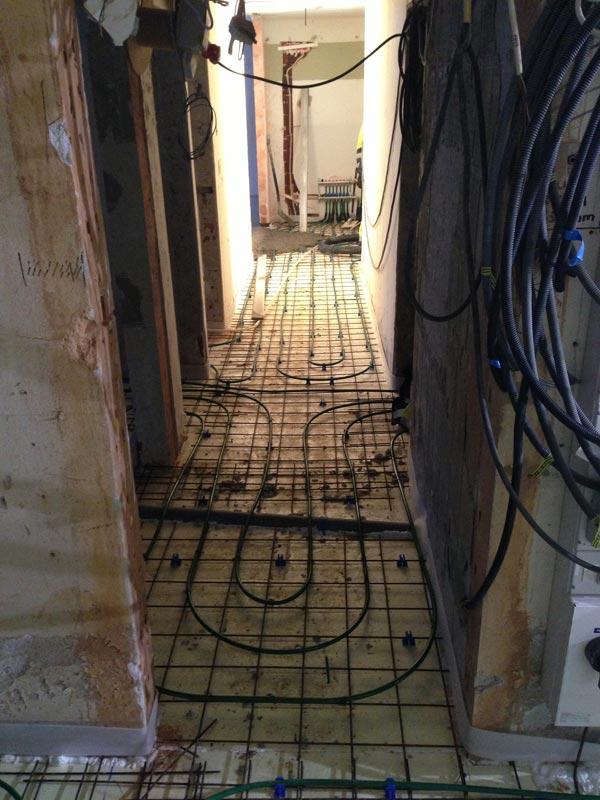 Käytävä juuri ennen betoniverhoilua.