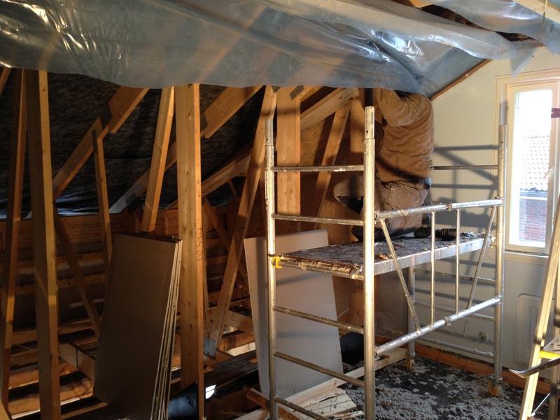 Toisen kerroksen poistuvia rakenteita.