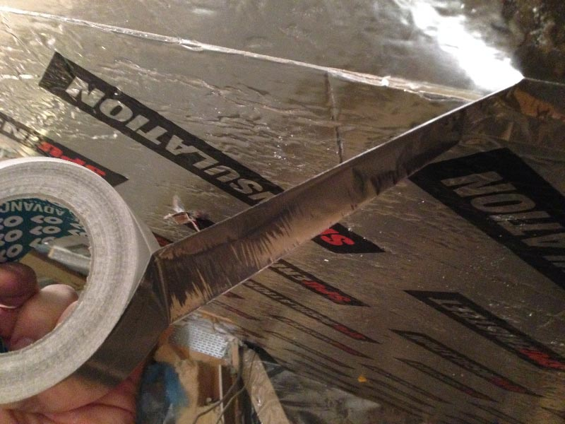 SPU-levyt saumattiin vielä alumiiniteipillä.